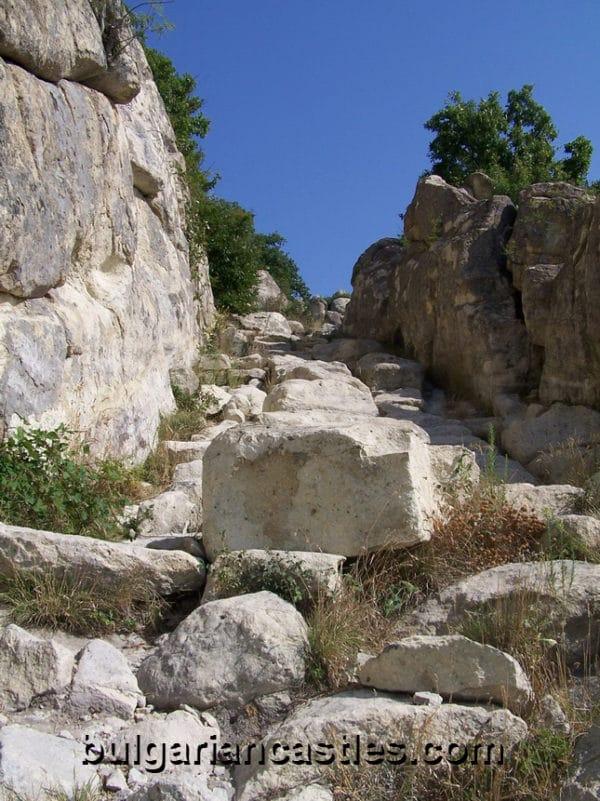 bulgarian castles perperikon 11