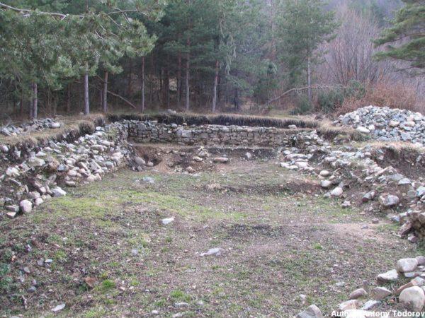 bulgarian castles shishmanovo kale 23