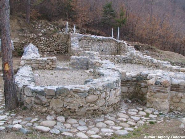 bulgarian castles shishmanovo kale 28